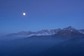 Księżyc nad Tatrami
